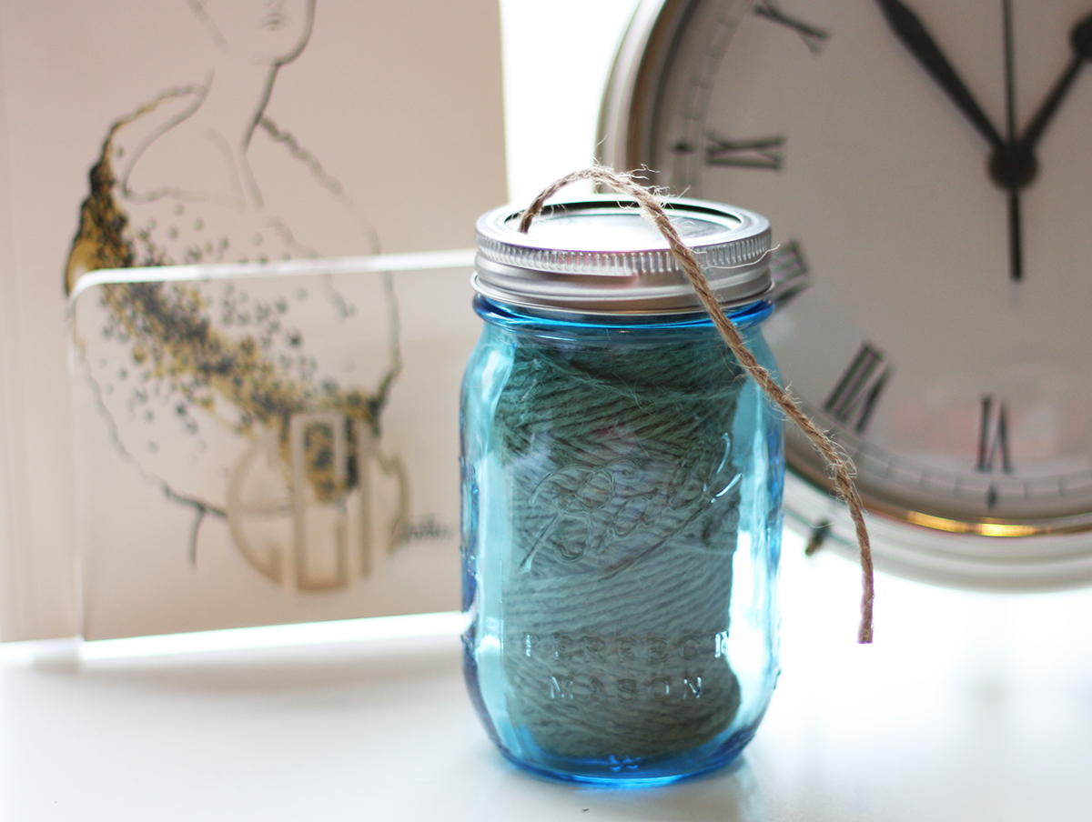 DIY twine and ribbon holder for mason jars
