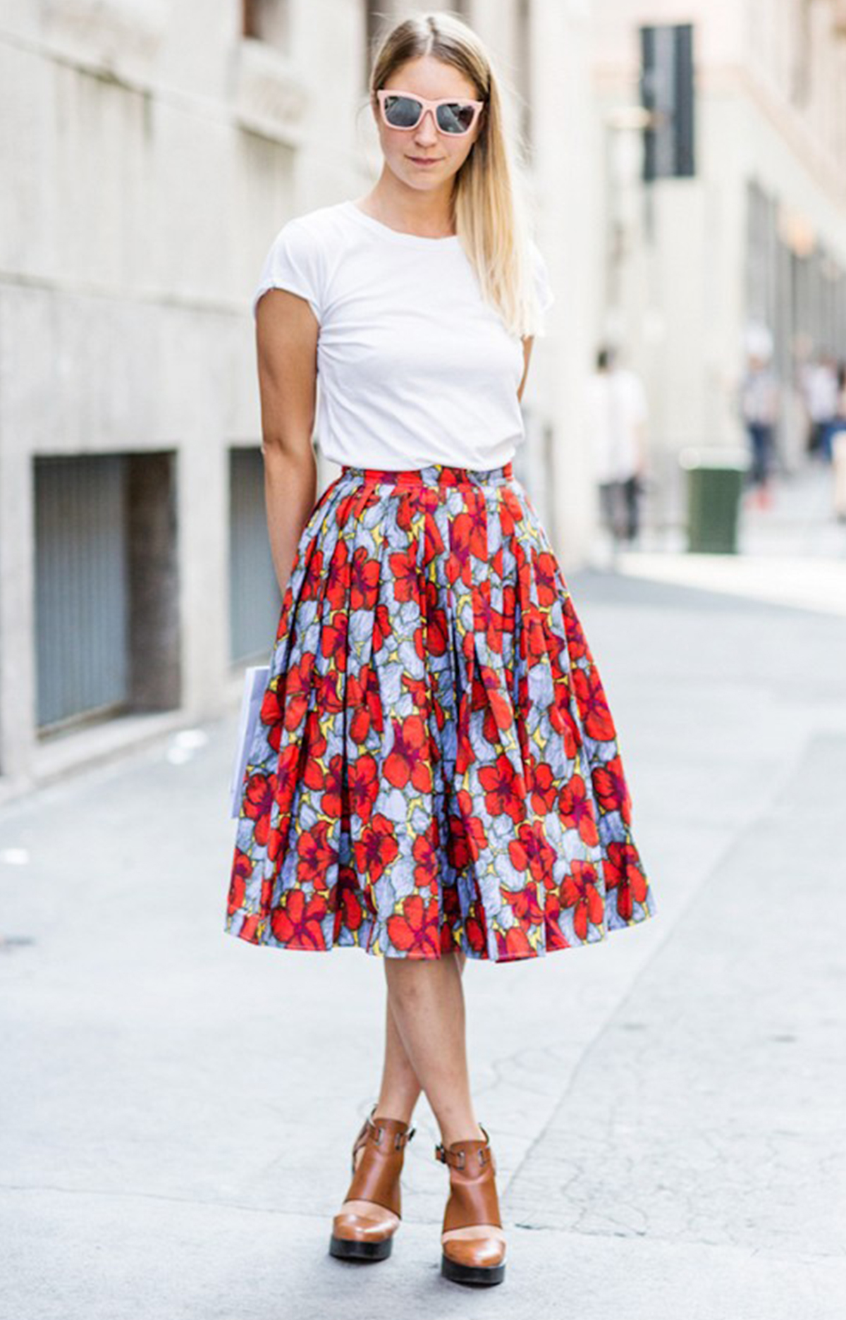 White t shirt and skirt_Ways to wear white
