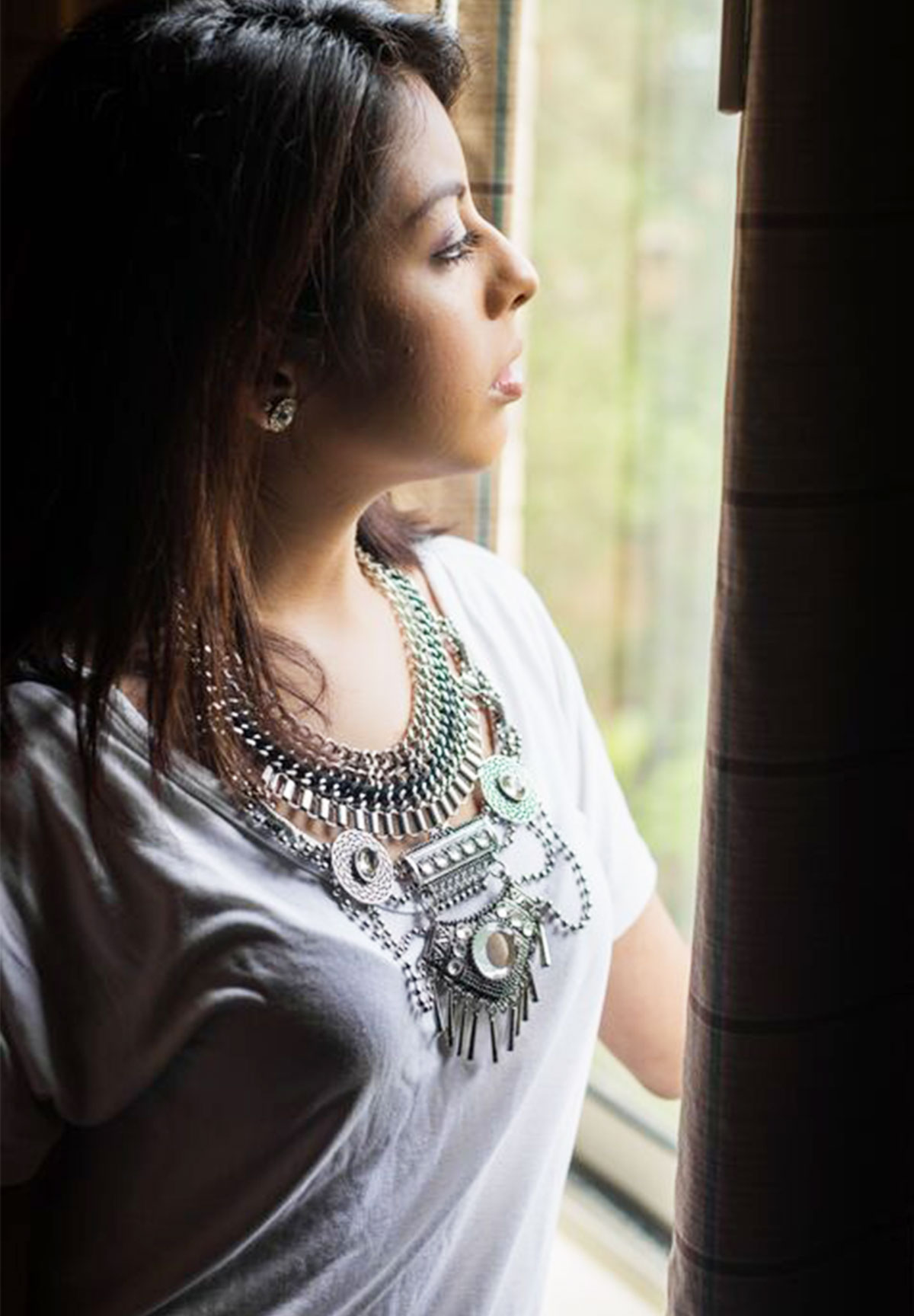 How-to-style-a-statement-necklace_2