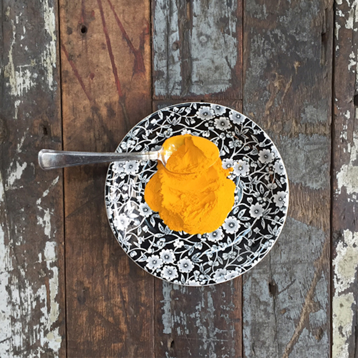 Turmeric for Coconut Charcoal Mask_1