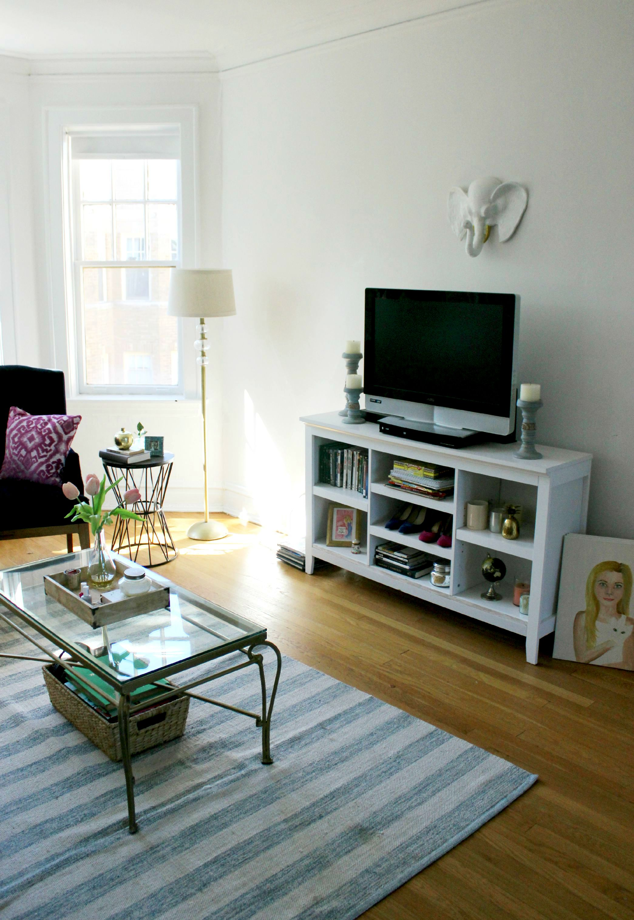 how to make a small apartment look bigger 4