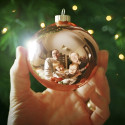 Creative-Photography-ideas-for-holiday-cards_Ornament-reflection