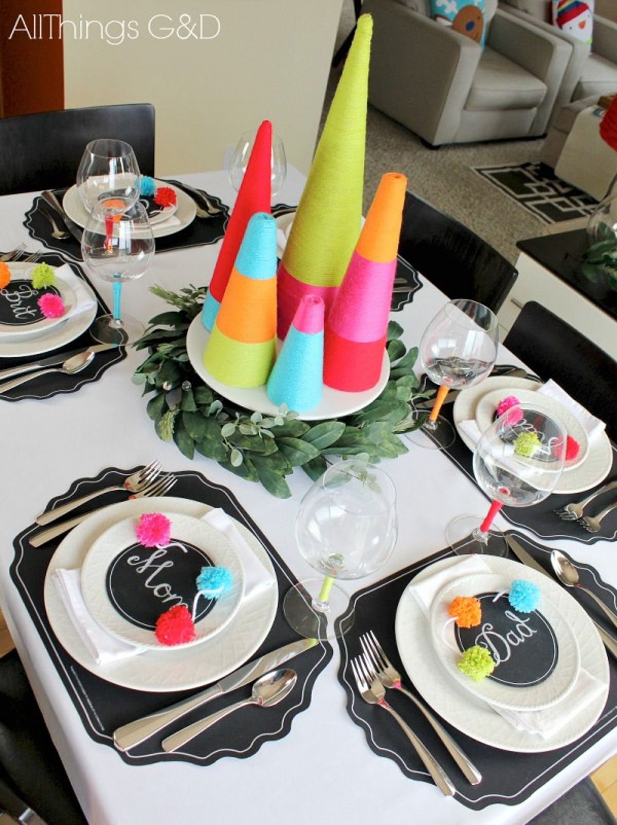 Holiday Table Setting Ideas_Creative Ways To Decorate The Table-22