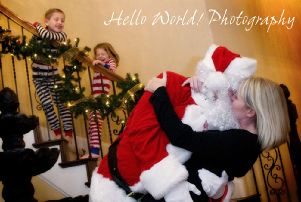 I-saw-mommy-kissing-santa-claus_Holiday-photo-ideas